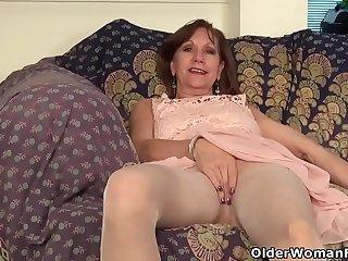 USA gilf Penny rubs her..