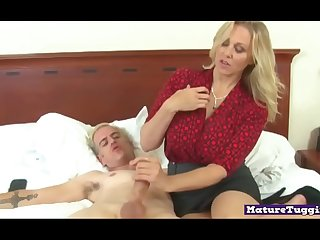 Bigtitted milf gives an..