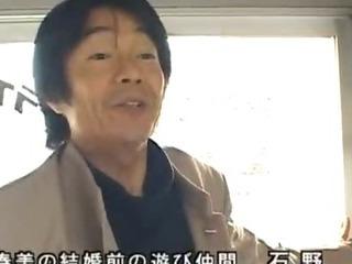 Horny japanese MILFS sucking..