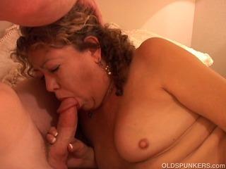 Sexy mature amateur sucks cock