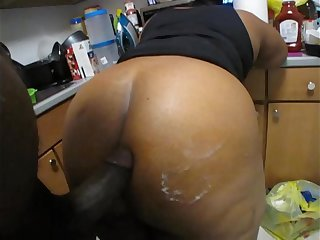 YOUNG BIG BUTT MILF MOM..