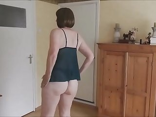 Mature wife ass fucked at home