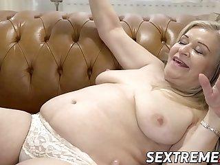 Lush granny pussy banged..